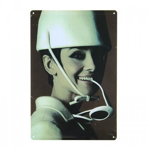 Μεταλλική Διακοσμητική Πινακίδα Τοίχου Audrey Hepburn White Sunglasses 20X30 (Design)